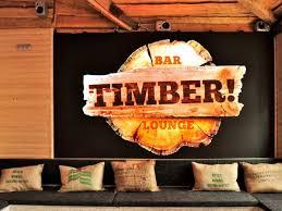 reichlich holz in der hütte die neue timber bar am