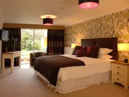 How To Make Hotel Bedroom Design