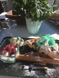 baise cuisine waffel mit himbeer baiser und minze picture of czuc mieta