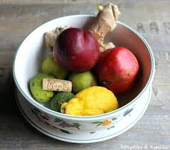 moucheron dans la cuisine moucheron cuisine solution bouchon en liage dans panier de fruit
