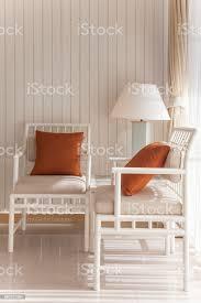 weiße stühle im schlafzimmer stockfoto und mehr bilder architektur