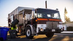 WhiteGMC WXLL - Maxon Eagle MSL Garbage Truck - YouTube