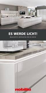 unterschränke mit beleuchteten griffleisten küchen design