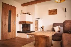 wohnzimmer mit altholzdetails einrichten und wohnen