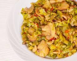 cuisiner chou frisé recette poêlée de chou vert chignons lardons