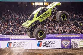 100 Monster Trucks Crashing Jam