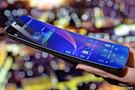T Mobile fers LG G Flex the First Flexible Smartphone