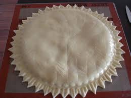 decoration galette des rois galette des rois choco noisette à la pâte feuilletée inversée