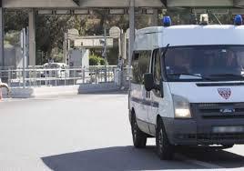 poste porte d italie arrêts maladie le gros ras le bol des policiers aux frontières