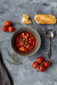 schnell tomatensuppe mit gemüse und cabanossi