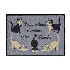 paillasson pas cher derrière la porte tapis d entrée chats gris
