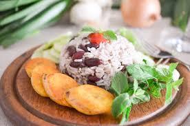 cuisiner des bananes plantain riz aux haricots et banane plantain grillée les pépites de noisette