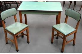A RETRO 1940S 1950S KITCHEN TABLE AND TWO CHAIRS By Cantel With