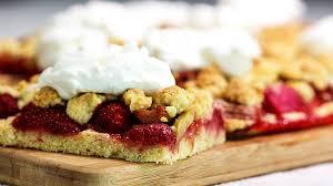 rhabarber erdbeer kuchen mit streuselteig