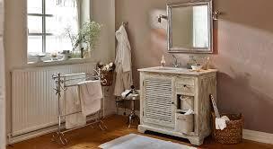einrichtungsidee charmantes bad mit waschtisch im landhaus