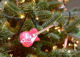 Who Sings Rockin Around The Christmas Tree by It U0027s Beginning To Look A Lot Like Christmas