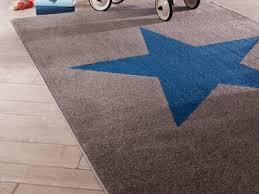 tapis chambre enfant garcon tapis enfant toutes les formes et couleurs sont au rendez vous