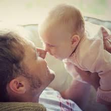 a quel âge bébé tient sa tête tout seul