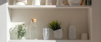 mehr individualität durch ein offenes regal in der küche