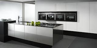 hochglanz inselküche balance cube in weiß und schwarz