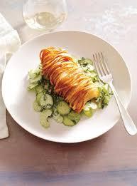 cuisiner morue morue enrubannée de pomme de terre et salade de concombre ricardo