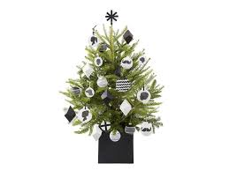 Ge Artificial Christmas Trees by Christmas Tree Decorating Ideas Hgtv