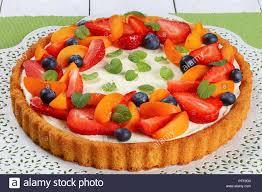 obstkuchen mit käse joghurt vanillepudding schön garniert