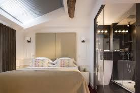 chambre avec salle de bain am nagement salle de bain ouverte vasque bois creus et gr c rame