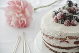 cake mit gezuckerten beeren living elements