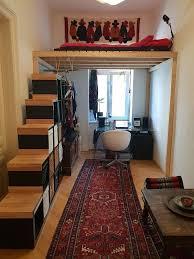 schönes selbstgebautes hochbett mit stufenregal 300
