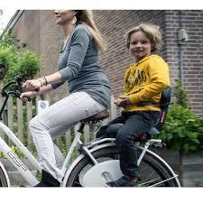 vélo avec siège bébé choisir le porte bagages adapté pour transporter vos affaires à vélo