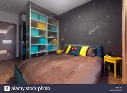 modernes interieur eines privaten schlafzimmer in uni farben