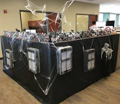 Halloween Cubicle Decorating Contest by Best 25 Halloween Cubicle Ideas On Pinterest Halloween Office