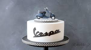 vespa torte mit modellierter vespa aus fondant und schriftzug