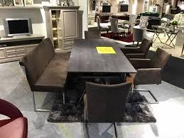 sitzbank mit stühlen sitzgruppe