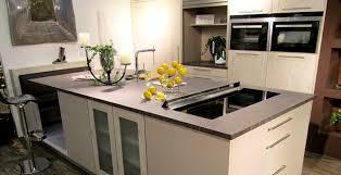 küchenarbeitsplatte granit porphyr bernit fliesen