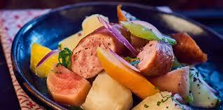 cuisiner des saucisses fum馥s saucisses fumées aux légumes d hiver facile et pas cher recette