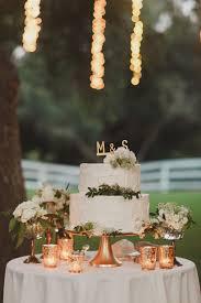 Simple White Wedding Cake Weddingchicks TablesWhite