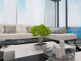 moderne helle luftige wohnzimmer oder in der lounge mit blick auf das meer innenraum mit großen fenstern mit blick auf vorhänge und jalousien eine