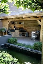 aménagement cuisine d été amenagement cuisine d ete une cuisine extacrieure au fond du jardin
