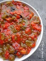 cuisiner les poivrons verts la slata méchouïa 2 poivrons rouges 2 poivrons verts 4 tomates 1