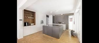 offene küche mit block und esstisch