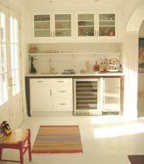 mini cuisine compacte la kitchenette moderne équipée et sur optimisée