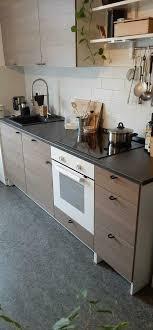 ikea küche mit ofen kochfeld und regal spüle mischbatterie