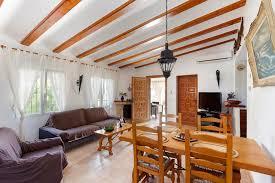 wohnzimmer esszimmer kamin qualität mieten sie eine villa