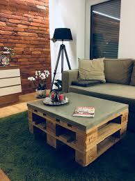 gemütlicher paletten beton tisch fürs wohnzimmer