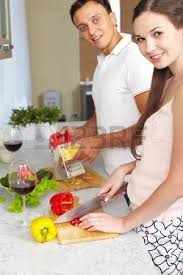 les amoureux de la cuisine collage de heureux dans la cuisine à la maison banque d