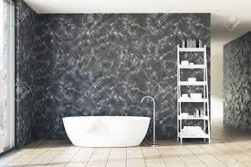 badezimmer aus schwarzem marmor mit holzboden fenster weißer wanne und regalen mock der wiedergabe 3d oben