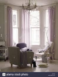 erkerfenster mit schierer mauve vorhänge in modern