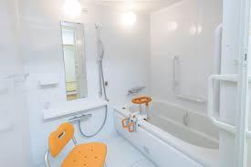 duschhocker und duschstühle duschhilfen für senioren